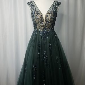 Amelia Couture Size 4 Pageant Prom HCO gown